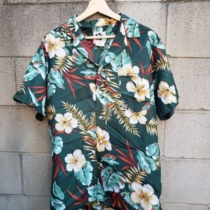 Hilo Hattie Hawaiian floral shirt
